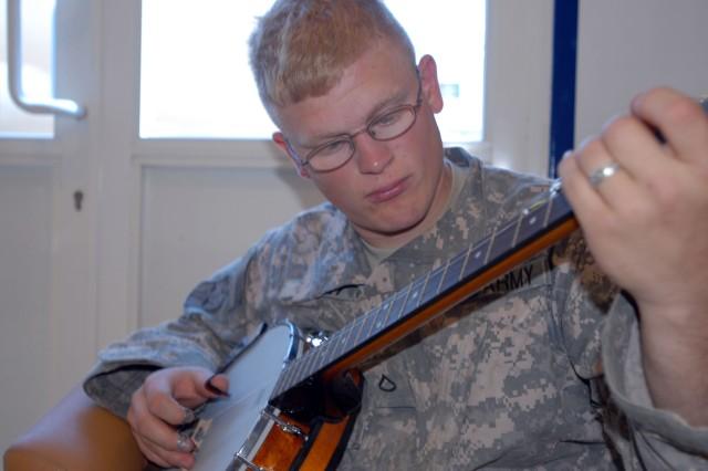 Infantry Soldier brings bluegrass to desert