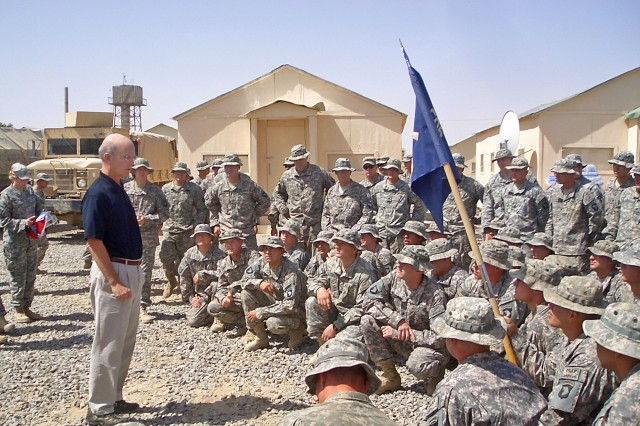 Geren Highlights Soldiers, Families as He Prepares to Step Down
