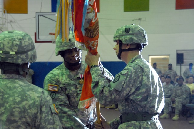 304th signal battalion welcomes new commander