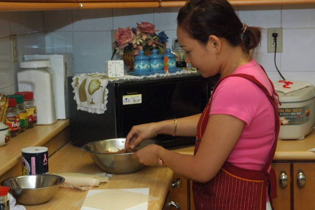 Soldier's Families enjoy cooking class