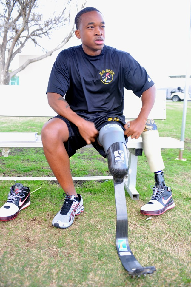 Below-the-knee amputee Fields runs for berth in 2012 Paralympics