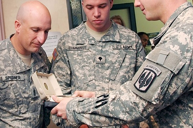 82nd Airbone Div. Soldiers visit language lab