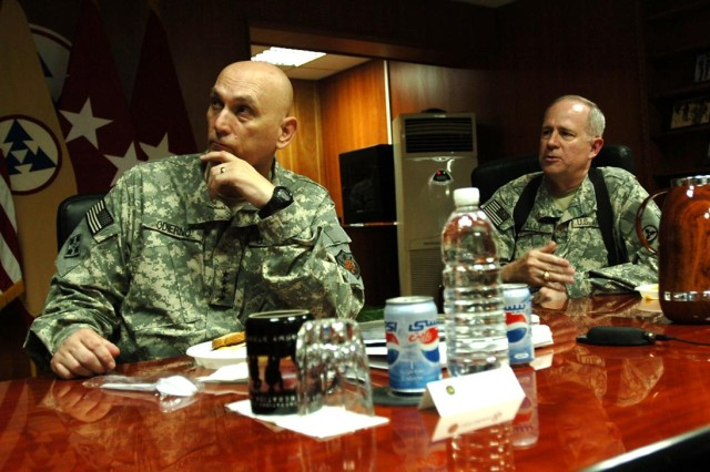 MNF-I Commander visits 3d ESC