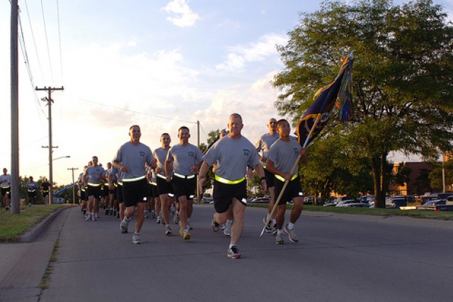 """LTC Eric Timmerman leads his """"Black Lions"""" of 1st Bn., 28th Inf. Regt., during Victory Run.  His battalion will deploy to Northern Iraq as part of 1st Infantry Division's 4th Brigade in a few weeks."""
