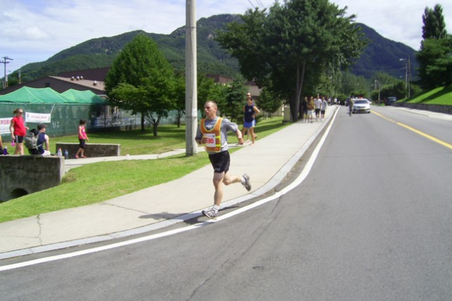 Daniel Pasche brings it home for the Mixed Division of the 2009 Warrior Country Team Triathlon finishing 1 with a total time of 1:42:27.
