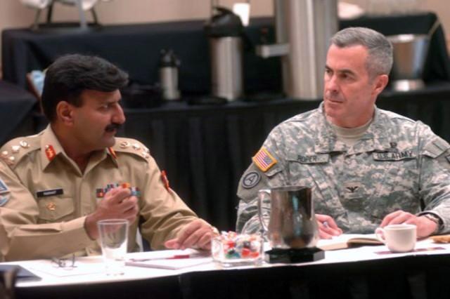 Army hosts counterinsurgency seminar with Pakistani military