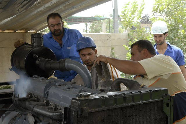 BAGHDAD - Iraqi workers who are taking part in the generator repair course of the Demobilization, Demilitarization and Reintegration program get instruction July 29 in the Kadhamiyah district of northwest Baghdad. The program is designed to give former members of the Sons of Iraq and recently released detainees training in high demand job skills.