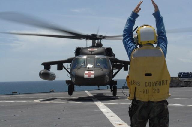 Blackhawk assists USNS Comfort during humanitarian mission