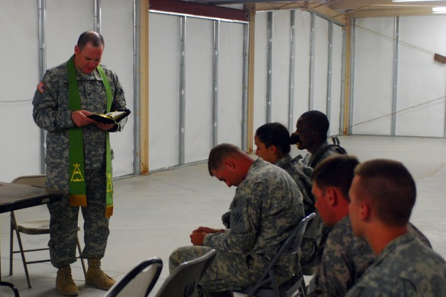 Chaplain (Capt.) Patrick Vandurme, 1/9 FA, 2nd BCT, 3rd ID, leads 3rd ID Soldiers in a prayer during a Bible study held Aug. 5 in building 6000 of the National Training Center's area of operation at Fort Irwin, Calif.