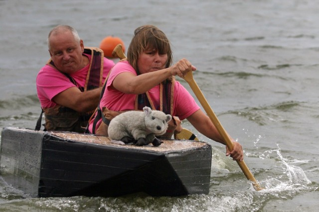 1st Infantry Division Soldier 'floats his boat' before deploying