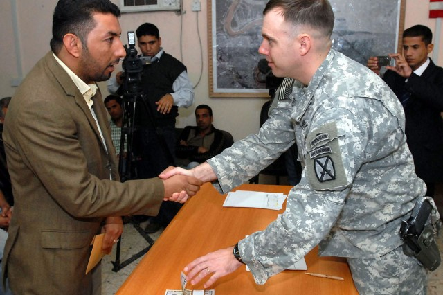 Army aims to stop flow of paper money to Iraq, Afghanistan