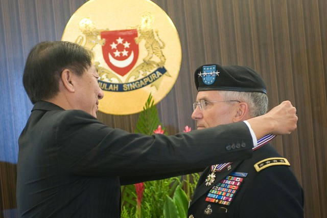 Singapore Minister of Defense Teo Chee Hean awards the Meritorious Service Medal to the Chief of Staff of the U.S. Army Gen. George W. Casey Jr. in Singapore, Aug. 26, 2009.