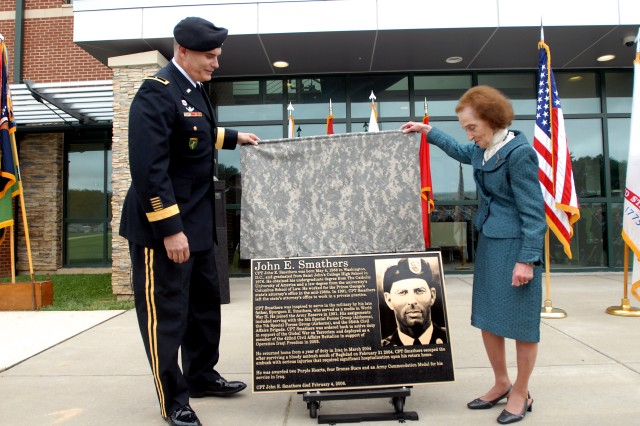 Brig. Gen. James D. Owens, commanding general of the 352nd Civil Affairs Command, and Carmella Smathers unveil a memorial plaque memorializing her son, fallen 352nd Soldier, Capt. John E. Smathers, at a building dedication ceremony Sept. 12, at Fort George G. Meade, Md.