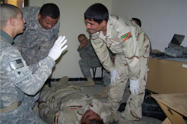 Medics instruct Iraqis