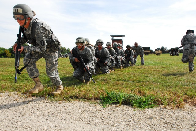 Fort Riley hosts Air Assault training