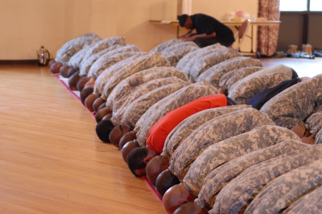 Soldiers celebrate end of Ramadan