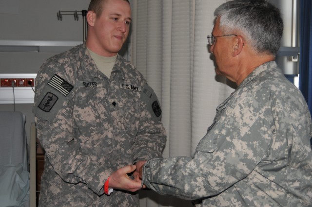 Spc. Louis W. Reuter III meets Chief of Staff of the Army Gen. George W. Casey Jr. at Landstuhl Regional Medical Center, Germany, on Sept. 25, 2009. Reuter is being treated at Landstuhl Regional Medical Center for an illness that occurred while deployed to Iraq.