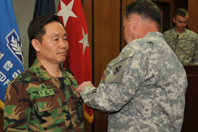 South Korean colonel receives Bronze Star for Afghanistan service