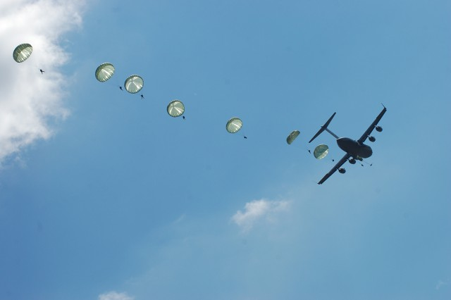 """U.S. and Egyptian paratroopers jump from an Air Force C-17 during a """"friendship jump"""" airborne operation at Fort Bragg, N.C. featuring airborne forces from five countries, including the U.S. 82nd Airborne Division. The jump was part of the Bright Star Exercise, a joint, multi-national training exercise being held at Fort Bragg from Sep. 28-Oct. 12."""