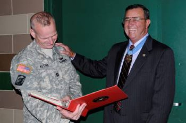Maj. Kent Ketter of Chatham, Ill., goes through a scrapbook of his military career with Jay R. Vargus of San Diego, Calif., a Medal of Honor Recipient, Sept. 16, 2009 at the 404th MEB in Chicago, Ill.  Vargus was Ketter's Regimental Commander in the Marine Corps.