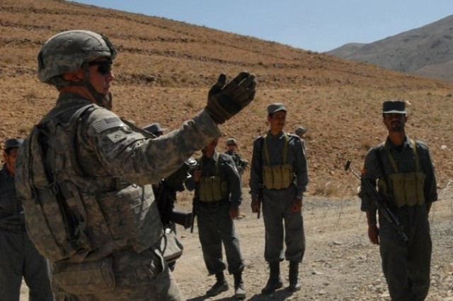 Soldiers train Afghan police officers in Parwan