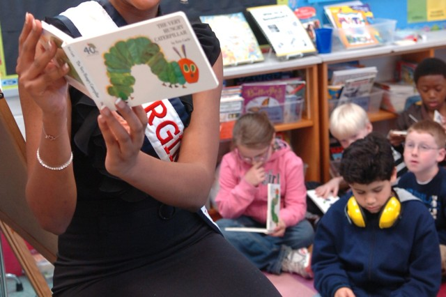 Fort Belvoir Elementary School students read for the record