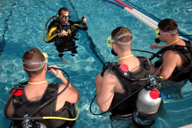 Wounded Warriors train in SCUBA at NMCD San Diego