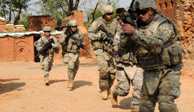 Strykehorse Soldiers conduct room clearing in exercise for YA09