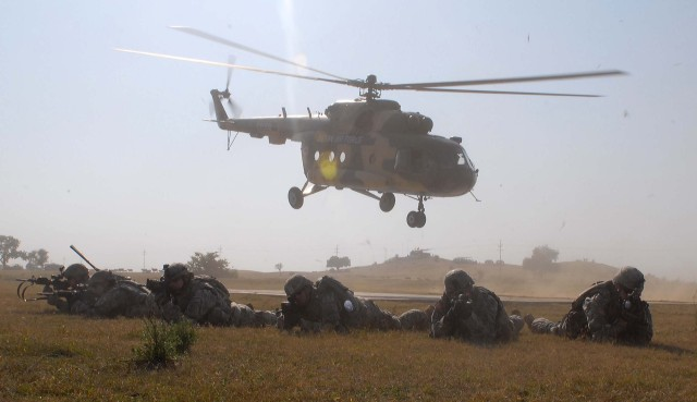 Embedded training strengthens bonds between Indian and U.S. Soldiers at YA 09