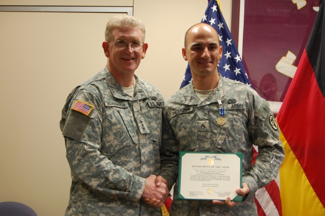 "Army Surgeon General visits HMEDDAC ""Best Medics"""