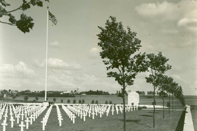 Somme Cemetery.  Somme American Cemetery, final resting place for 1,836 American Soldiers, many of whom made the supreme sacrifice during the September 1918 offensive to break the Hindenburg Line. (WWI Signal Corps Collection).