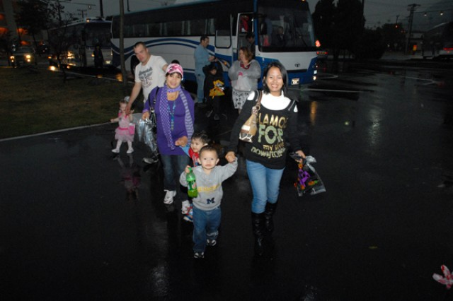 Soldiers host children for Halloween on Casey