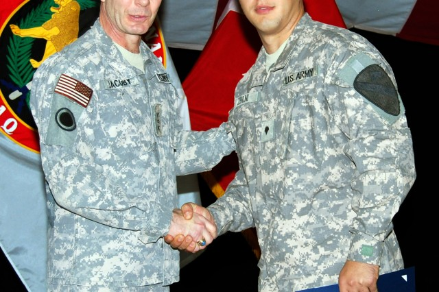 Leaving his past behind, Soldier begins new life as U.S. citizen