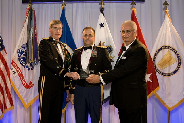 MC4 Product Manager LTC William E. Geesey (center) receives an Army Acquisition Excellence Team Award during the 2009 Army Acquisition Corps Annual Awards Ceremony on October 4 in Arlington, Va. LTG N. Ross Thompson III, Military Deputy, Assistant Secretary of the Army (Acquisition, Logistics and Technology) pictured left. Mr. Dean G. Popps, Principal Deputy Assistant Secretary of the Army for Acquisitions, Logistics and Technology (ALT) pictured right.