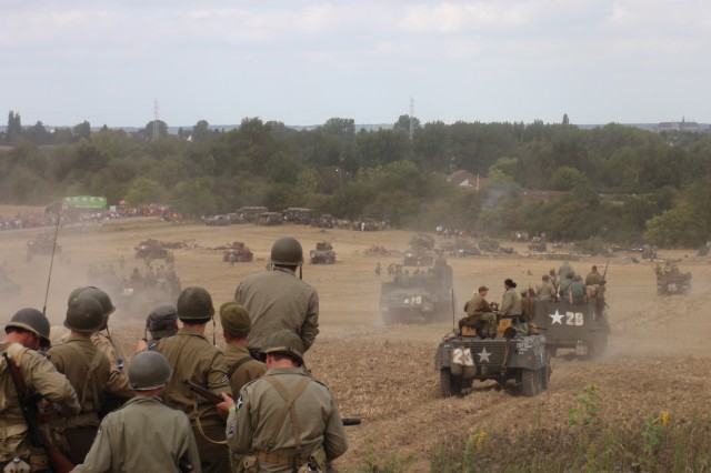 At the 2009 Tanks in Town, which commemorated MonsAca,!a,,c 65 years of liberation, historical tanks re-enact a battle between U.S. and German forces.