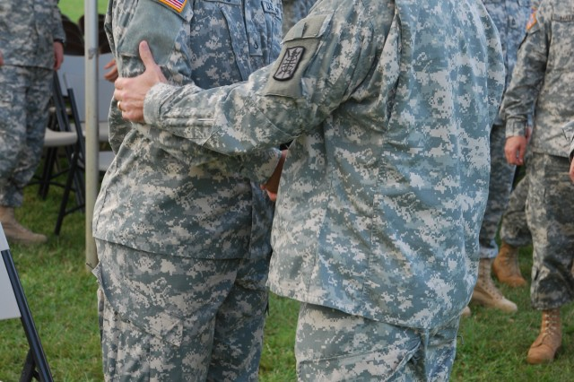715th MI Bn Solider is awarded Soldier's Medal