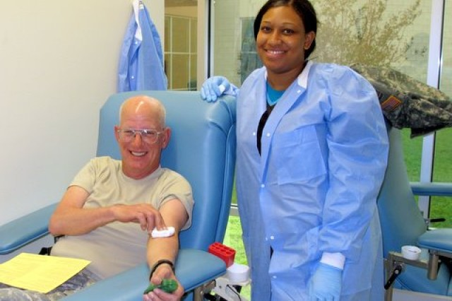 Sgt. 1st Class Raymond C. Butts and Jeannette Collins during the 120th Infantry Brigade blood drive at Fort Hood, October 28, 2009.
