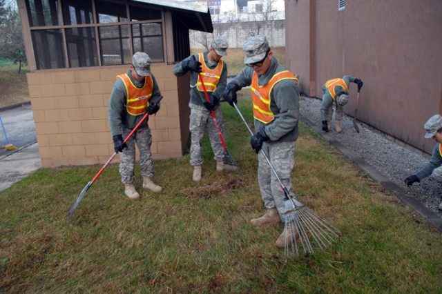 Soldiers beautify Red Cloud during Fall Cleanup