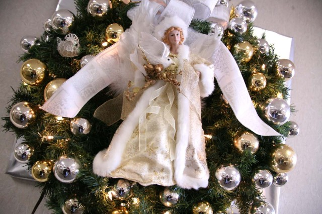 An angel wreath decorates the wall in the U.S. Army Space and Missile Defense Command/Army Forces Strategic Command.