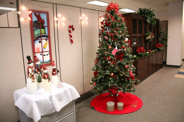 The Future Warfare Center at the U.S. Army Space and Missile Defense Command/Army Forces Strategic Command decorated their entry area with a festive color and theme.