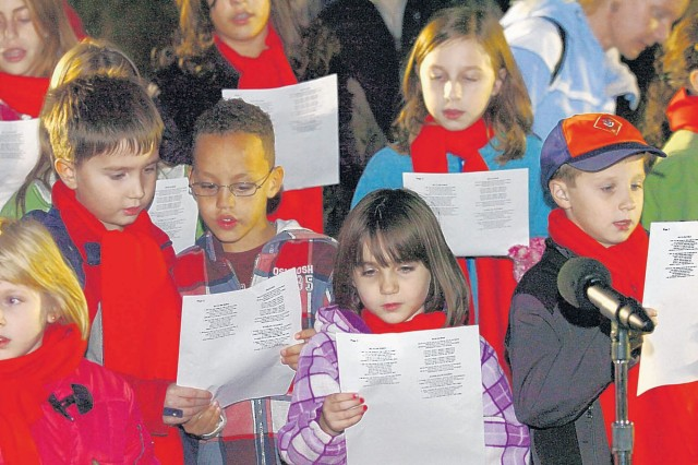 FORT BELVOIR, Va. -- Members of the childrens choir sang holiday songs Friday.