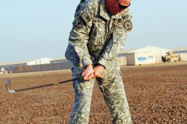 Deployed 705th MPAca,!E+Soldiers get gift of golf