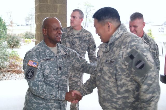 FORSCOM Deputy Commander visits 3d ESC, talks ARFORGEN