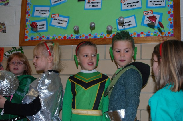 Fort Riley Elementary School students celebrate Christmas 'Martian-style'