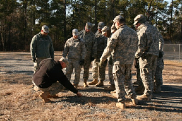 Combat advisors learn to spot IED signs