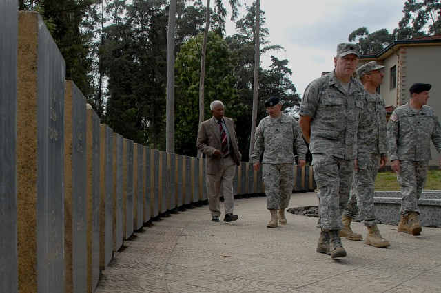 Col. Melesse Tessema, an Ethiopian veteran of the Korean War, shares his experiences with U.S. Army instructors from the Ethiopian Defense Command and Staff College.