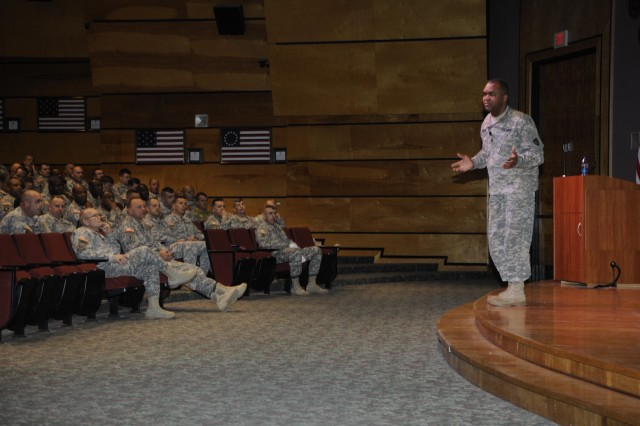 RDECOM's top NCO addresses Sergeants Major Academy