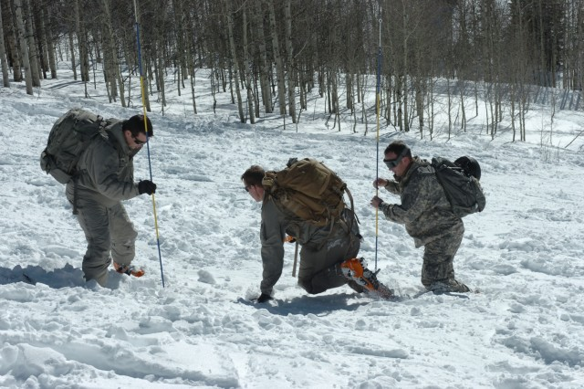 Special Forces trains in winter Rockies