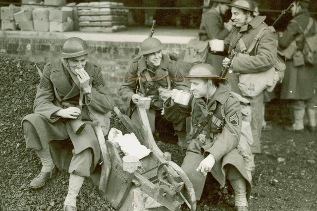 """Hav' a cupper, Yank'"" 34th Infantry Division Soldiers enjoying a spot of tea and sandwiches