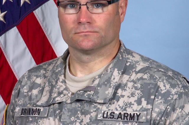 Company commander dies in car crash